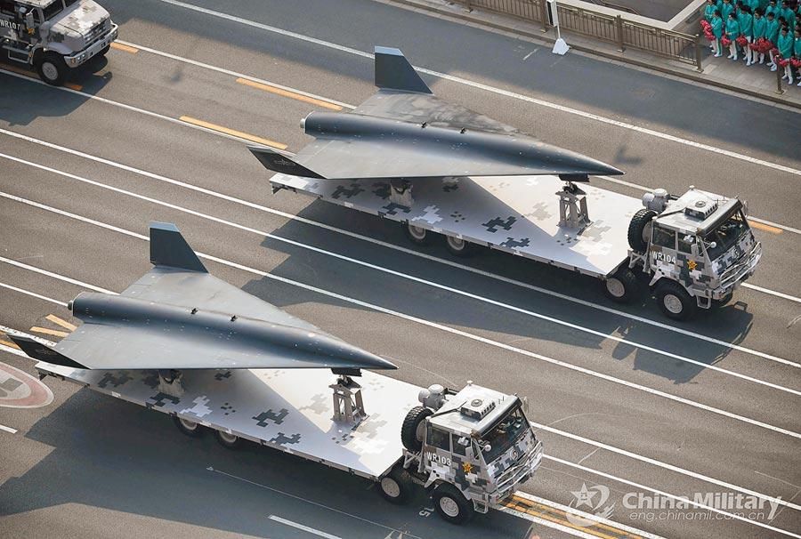 無偵-8偵察機從其機體尺寸和外形推測很可能是掛載在轟-6N轟炸機的腹部半埋式掛點下發射。(取自中國軍網)