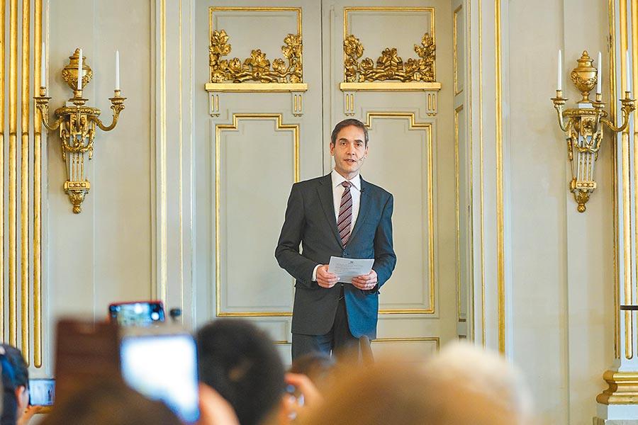 10月10日,在瑞典斯德哥爾摩,瑞典文學院常任祕書馬茨.馬爾姆宣布諾貝爾獎文學獎得獎人。(新華社)