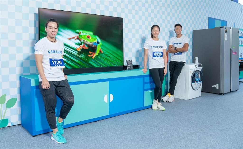 郭婞淳(左起)、文姿云和陳傑三位國內運動好手,為公益活動一起站台。(台灣三星電子提供/陳筱琳傳真)