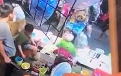 被疑坑錢 士林夜市攤商亮刀恐嚇澳遊客