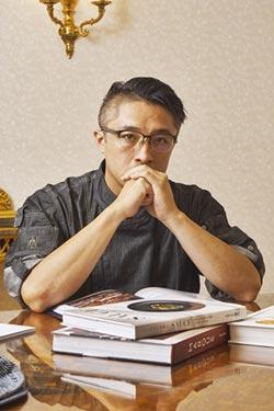華國牛排館 型男主廚上菜