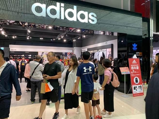 雙十連假大江購物中心周年慶促銷加持,業績大增30%。(圖/大江提供)