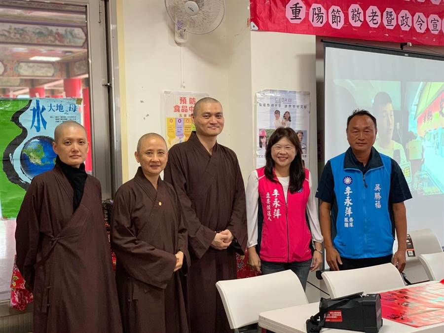李永萍(右2)半年多來積極參與七星區大小活動。(摘自李永萍臉書)