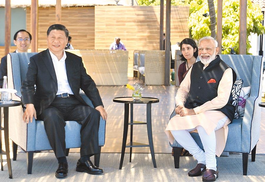 大陸國家主席習近平出訪印度,會晤印度總理莫迪。(美聯社)