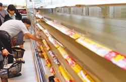 民眾搶泡麵 超市全清空