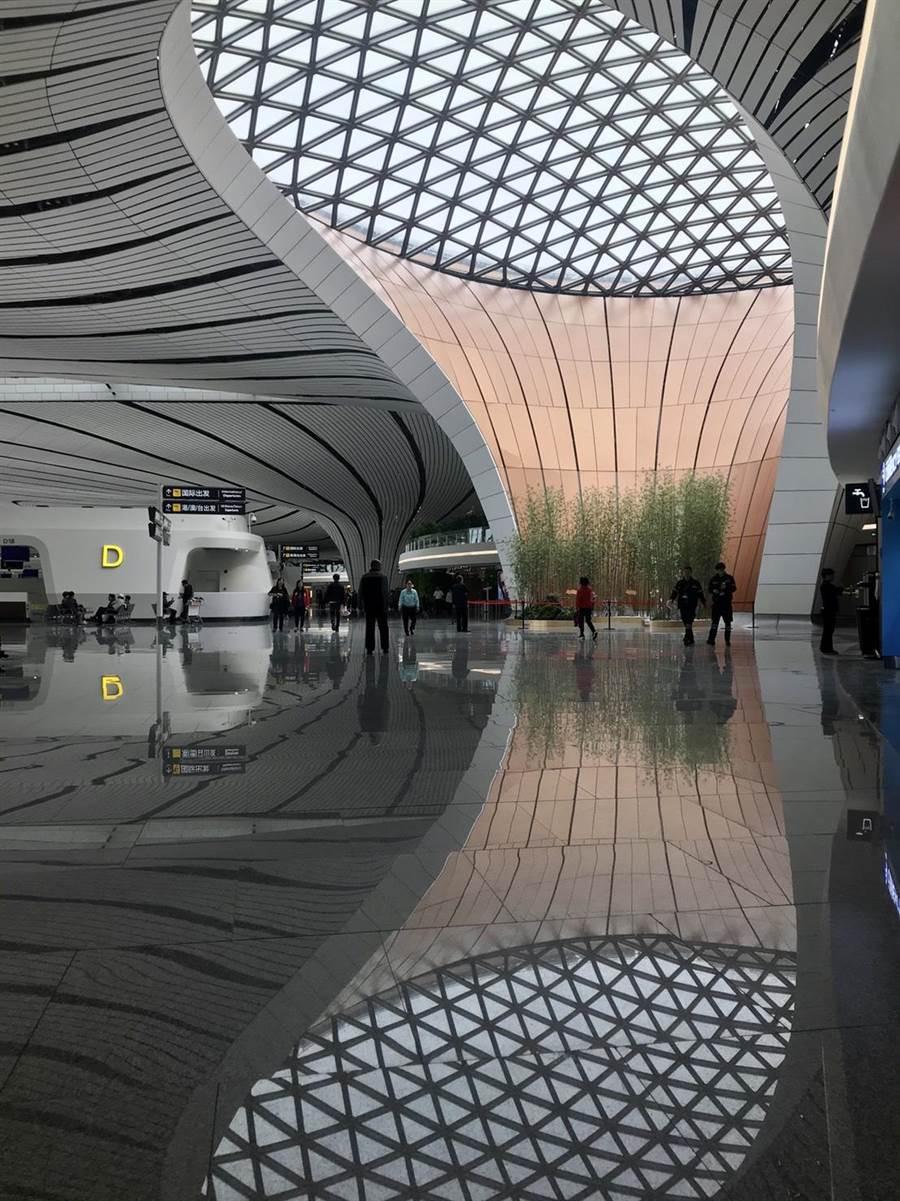 具有現代中國風的機場大廳。圖:南航提供