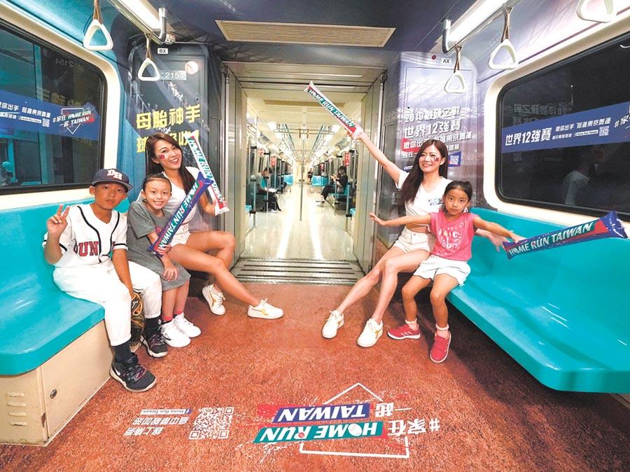 限定版「Home Run Taiwan棒球列車」正式啟動,中信銀行特別將北捷板南線列車打造成棒球場,讓乘客身歷其境,隨中華隊好手一同征戰國際棒球賽事。圖/中信銀行提供