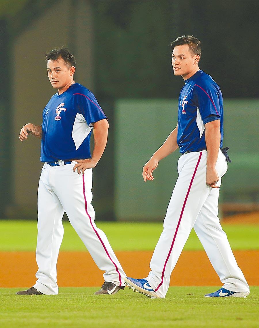 亞洲棒球錦標賽昨賽前練習,林子偉(左)、張育成繼4年前亞錦賽後再次為中華隊效力。(黃國峰攝)
