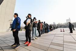 陸擬招2.4萬公務員 被開除黨籍者禁考