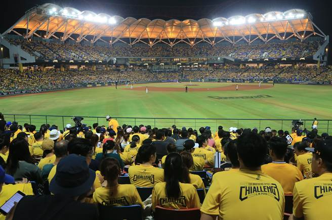 中信兄弟在台中洲際球場成績亮眼,台灣大賽3連戰牽動戰局。(黃國峰攝)