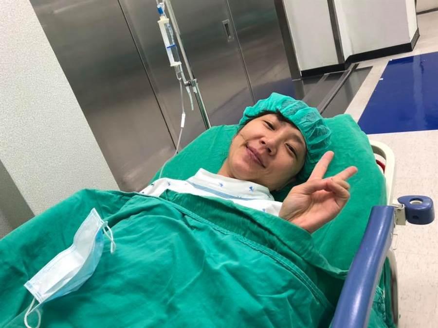 女主播黃文華健檢發現肺部長腫瘤,所幸手術後狀況穩定。(摘自林昆鋒臉書)