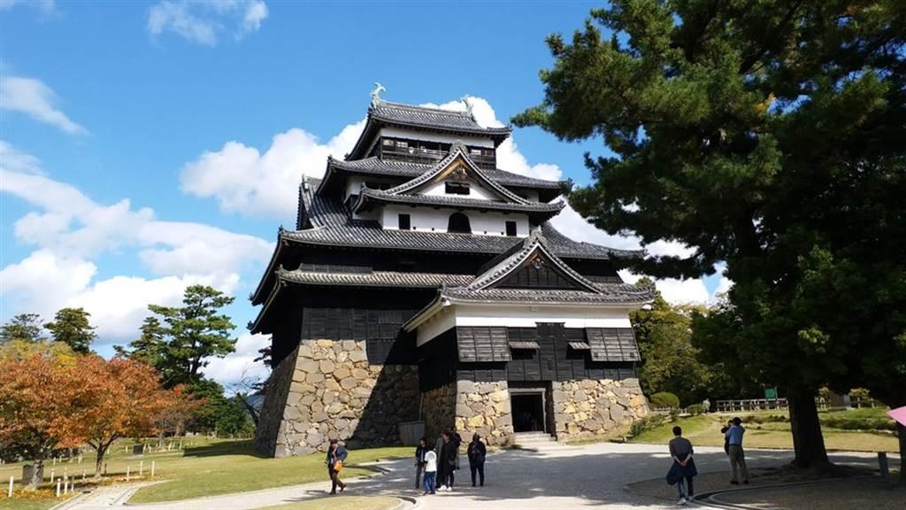 第五名是位在島根縣的松江城,是日本櫻名所100選和都市景觀100選之一。(TripAdvisor 提供)