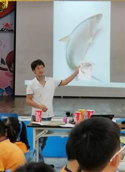 大師回鄉親自指導 蚵寮國小學童體驗3D彩繪虱目魚