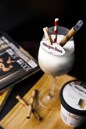 秋冬喝冰淇淋調酒很可以!2款聯名特調新上市