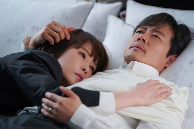 《能先接吻嗎》由金宣兒、甘宇成主演。(圖/中天提供)