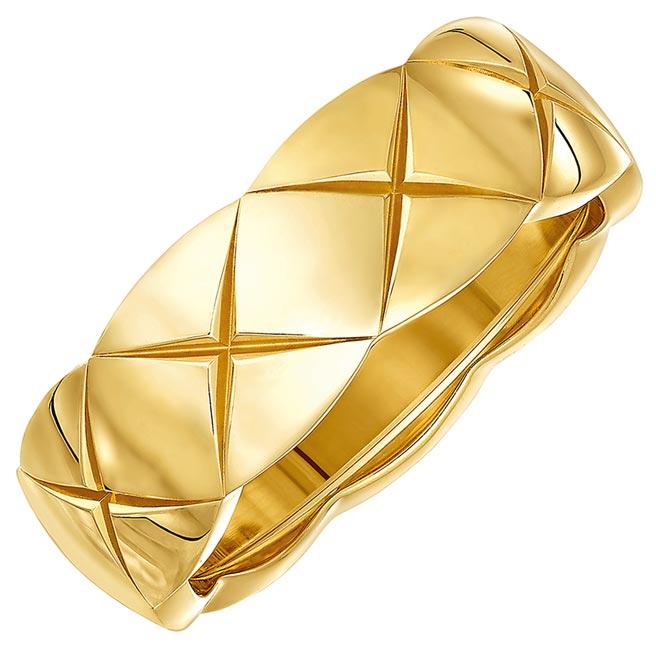 香奈兒珠寶Coco Crush戒指小型款18K黃金。(香奈兒提供)