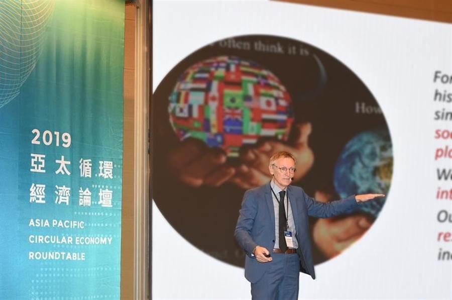 聯合國環境署國際資源委員會共同主席喬納茲.珀多尼克,16日在高雄表示,我們必須透過循環經濟,讓每一份資源的使用,都能更能有效地促進人類福祉、減少對環境的影響。(圖/工研院提供)
