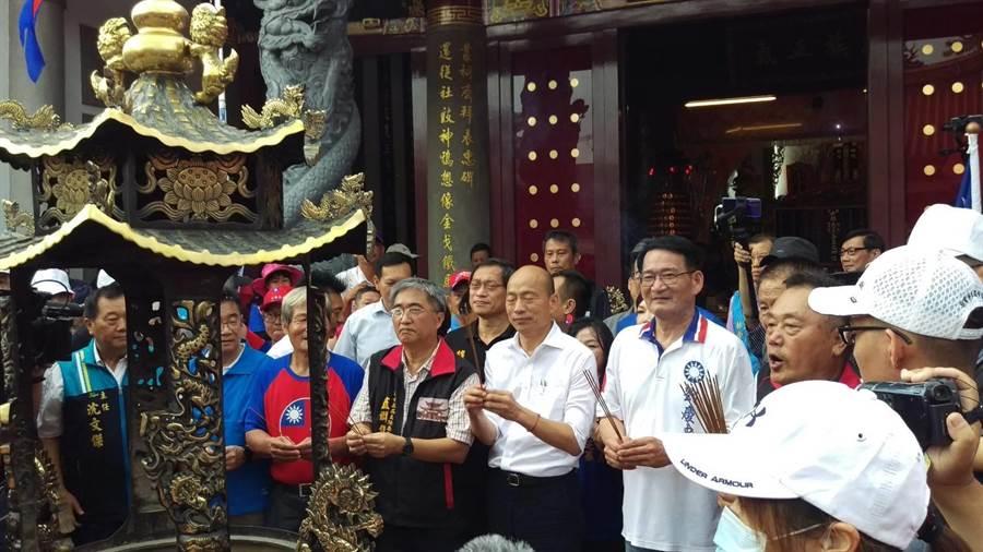 高雄市長韓國瑜16日到屏東六堆忠義祠參拜。(潘建志攝)