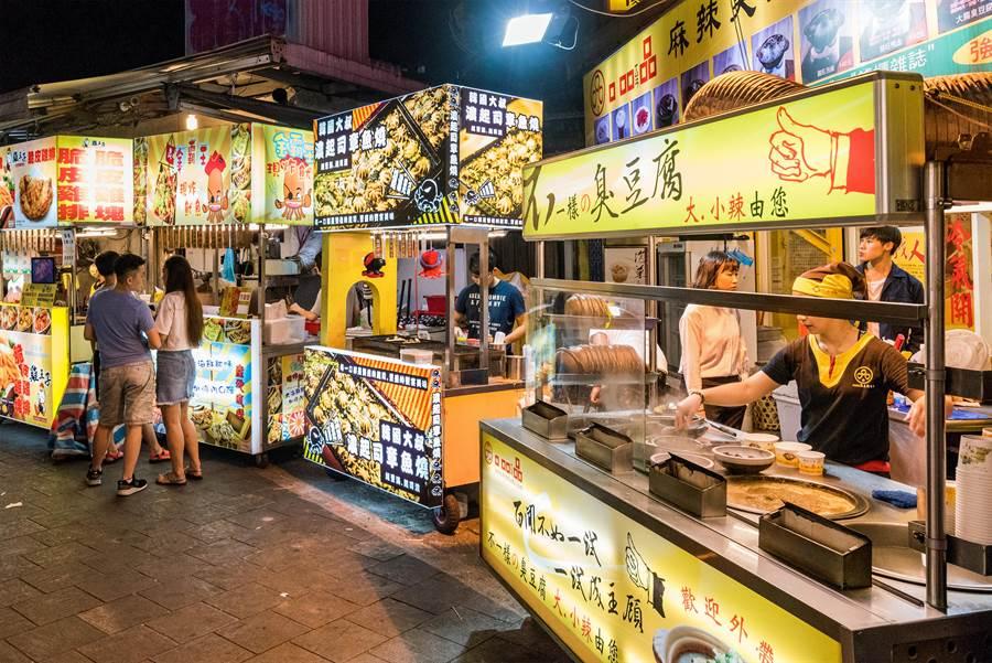夜市攤販照。(圖片取自Shutterstock)