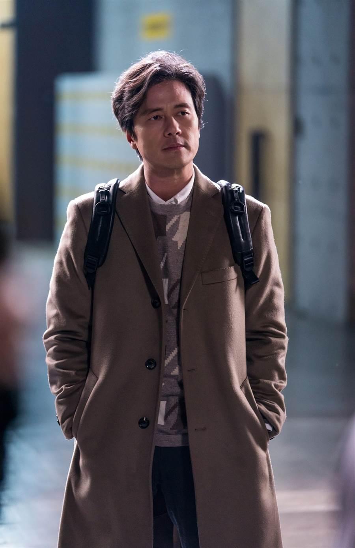 甘宇成飾演廣告公司理事孫武漢。(圖/中天提供)