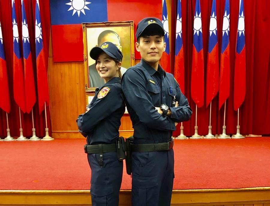 「高院周子瑜」封號的女法警陳詩涵說,新制服胸前以前是釦子,現在改成拉鍊,對女性來說少去曝光的問題(林偉信攝)