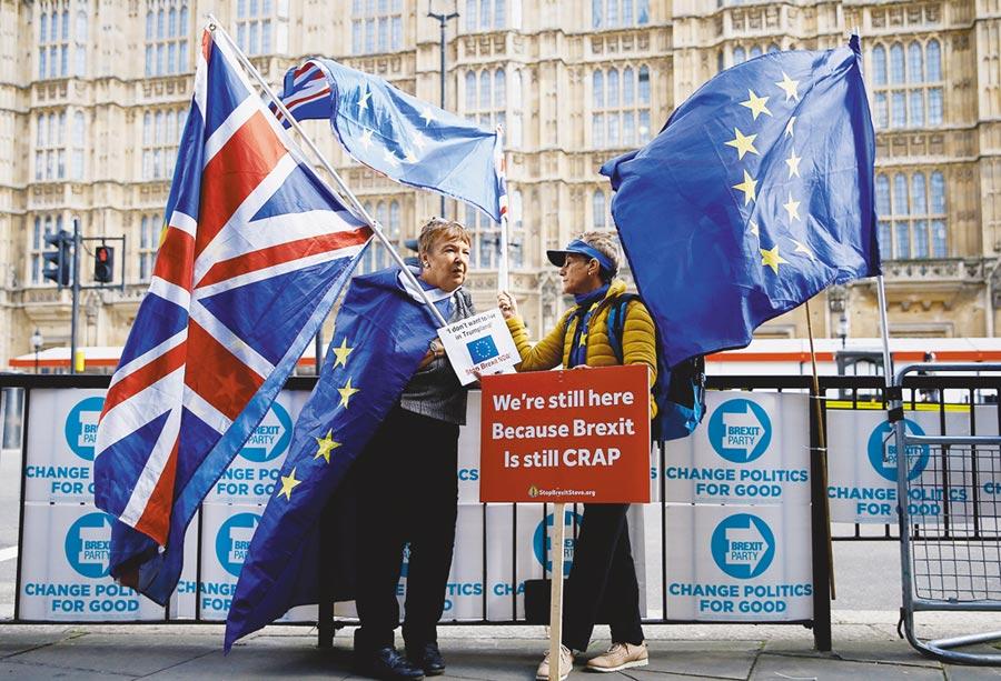 英國泰晤士報網站15日報導,歐盟已經通知英國首相強生(Boris Johnson)在當天午夜前做出新的讓步,否則本周的歐盟峰會將不會有脫歐協議。(路透)