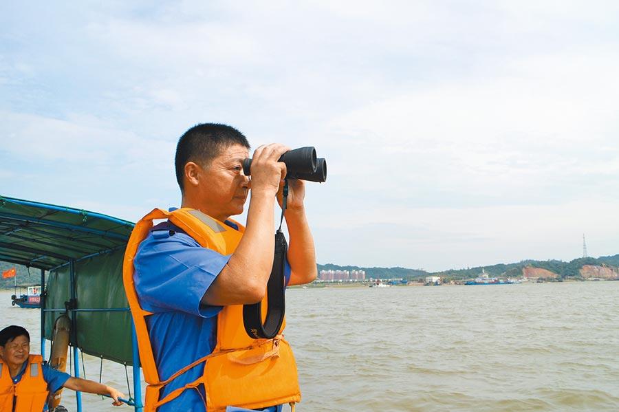 漁民張傳國不再捕魚了,2018年他轉業成為長江江豚巡護員。(新華社資料照片)