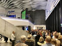 智崴攜手美商插旗冰島 世界最北飛行劇院開幕