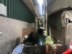 樹林鴨母珠溝溝渠破損飄異味 區公所著手整治改善