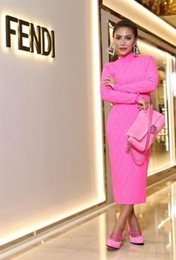 歌手OZI、艾怡良FENDI上身 時髦粉色展自信