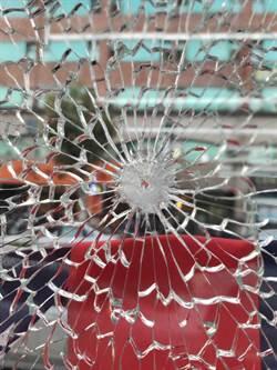 桃園市議員劉安祺服務處遭槍擊 險些擊中太陽穴