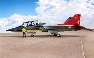 美新一代教練機紅鷹低空高速震撼