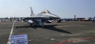 台南基地戰機飛行預演 民眾近距離感受大呼過癮