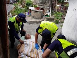 竹南分局員警緊急援救古姓獨居老人