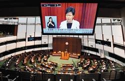 林鄭備詢屢被嗆 泛民派議員遭驅逐