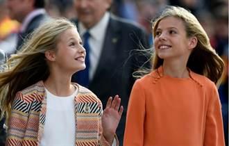 西班牙兩公主亮相  金髮飄逸笑容燦