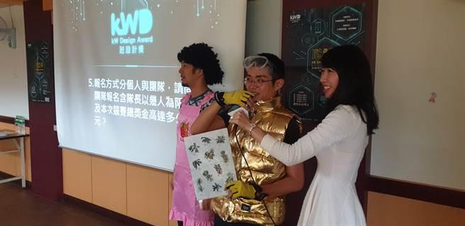 卡米地喜劇俱樂部帶來喜劇短劇表演讓師生更容易理解台灣電力能源現況、台電智慧科技應用等(戴有良攝)
