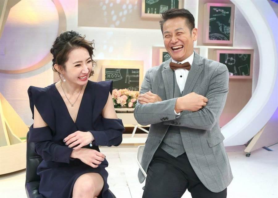 謝忻(左)感謝徐乃麟霸氣送暖。(粘耿豪攝)