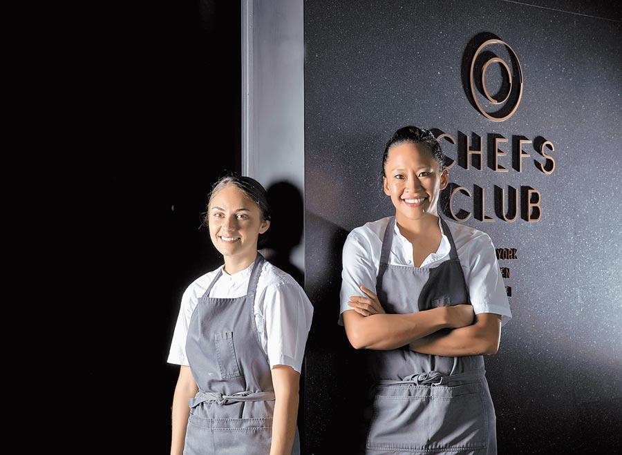 「Chefs Club Taipei」邀來知名主廚Aisha Ibrahim(右)及副主廚Samantha Beaird展開為期6周的客座。(Chefs Club Taipei提供)