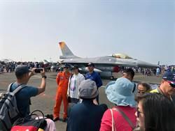 睽違6年台南空軍基地再度開放 民眾擠爆營區