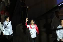 全運會開幕 鄭兆村拋擲「光劍標槍」