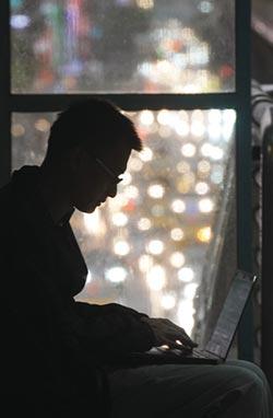 八成上班族對公司不滿 最愛跟同學、朋友抱怨