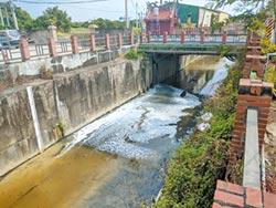 食品廠偷排廢水 汙染鳳山溪