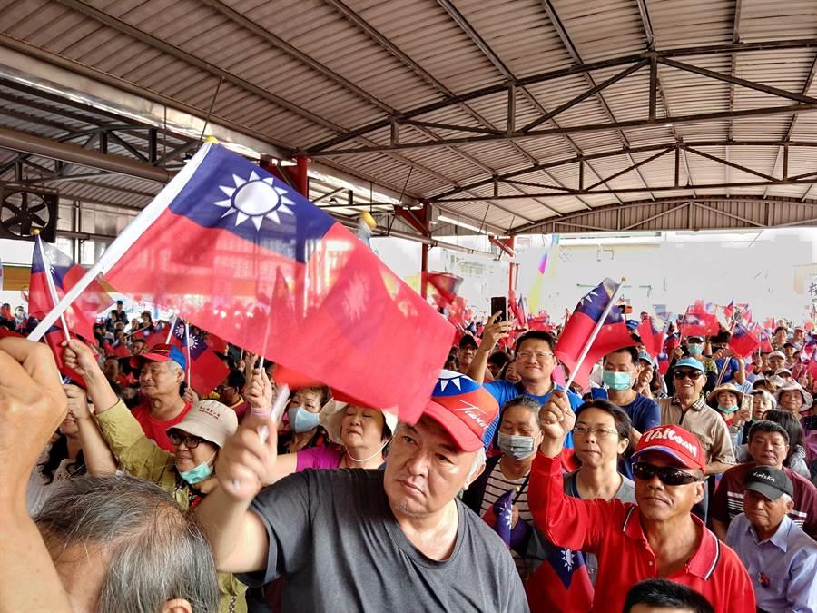 現場上千支持者高喊凍蒜,場面熱烈。(莊曜聰攝)