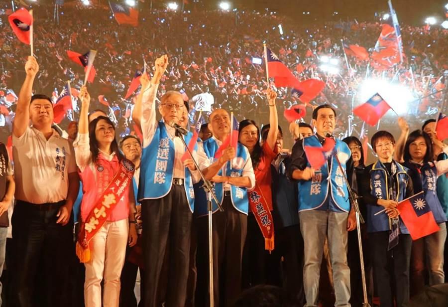 馬英九、吳敦義、韓國瑜19日在台南合體造勢。(圖/取自吳敦義臉書)