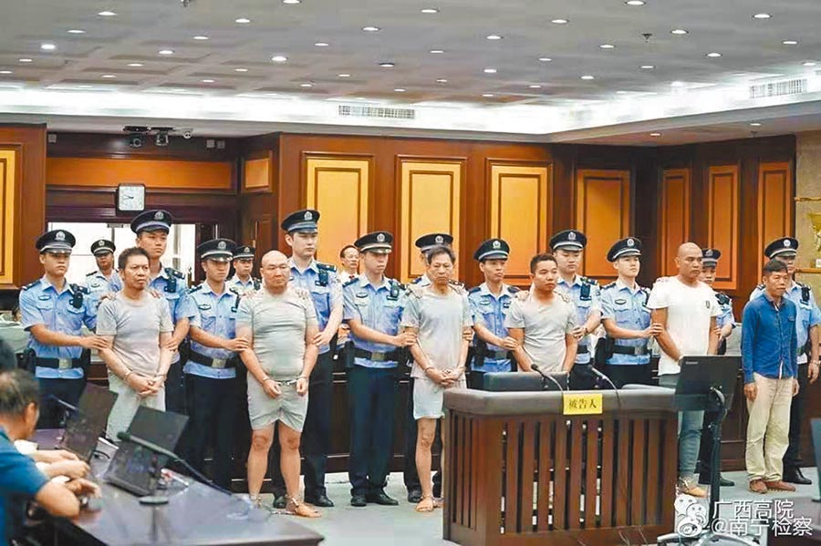 對於買凶殺人的被告們,南寧法院以故意殺人罪,分別判處2年6個月至5年不等的有期徒刑。(取自微博@南寧檢察)