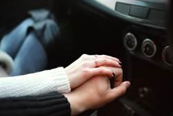 52歲女社工吃15歲小鮮肉 親自「車內輔導」