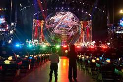 父愛大噴發!周杰倫為兒女打造專屬演唱會 台下2身影揮舞螢光棒超溫馨