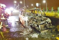 酒駕追撞貨車 保時捷燒成廢鐵