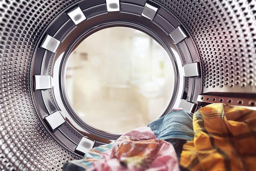 洗衣機噴大鈔她炫夫 內行曝亮點:跪算盤(示意圖/達志影像)